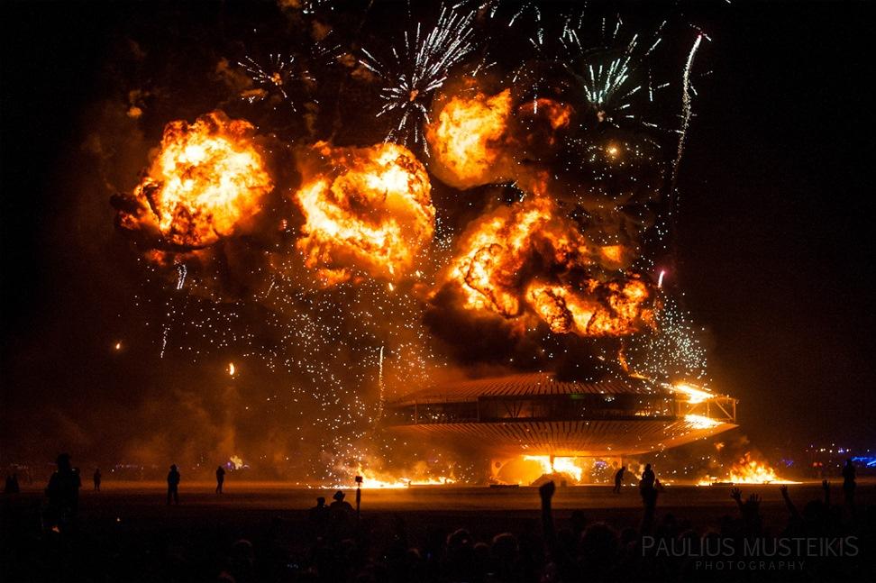 Lake_Lahontan_Retreat_and_Water_Show_Burning_Man_photography_Paulius_Musteikis_DSC_6019